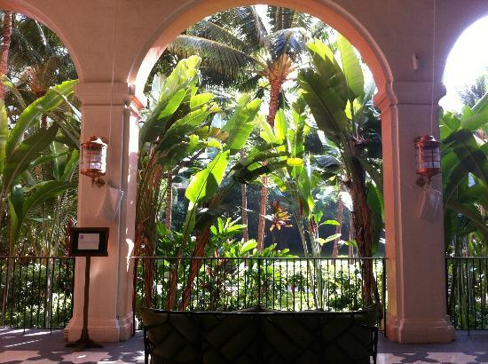 The Royal Hawaiian, a Luxury Collection Resort: Lobby of Royal Hawaiian, the gardens/grounds