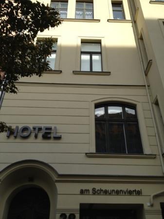 Hotel 38 : frente edificio hotel