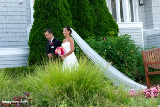 Water's Edge Resort & Spa: Our outdoor ceremony in the garden