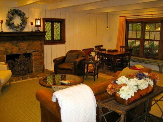 The Fernbrook Inn: Living Room