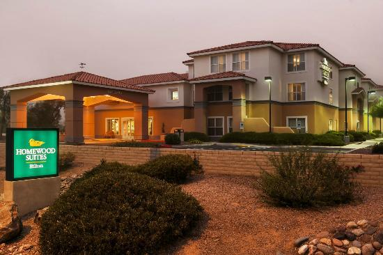 Homewood Suites by Hilton Phoenix / Scottsdale: Exterior in the Evening
