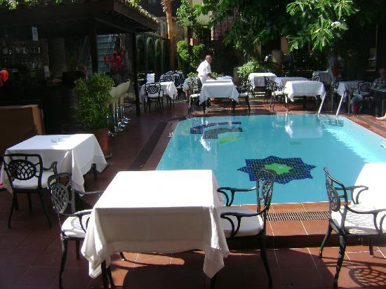 Alp Pasa Hotel: dining area
