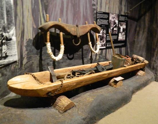 The Museum at Campbell River : Canoe display