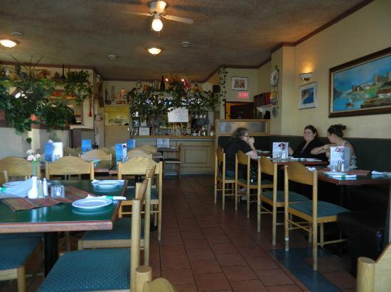 Kisamos Greek Taverna: Is small but worth the wait!