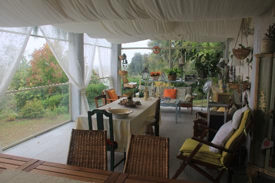 Il Nido al Lago : Terrace for reading, or dining or tea time....