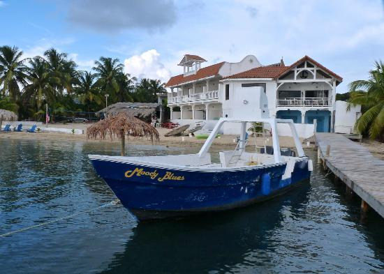 Sueno Del Mar Resort: Sueno del Mar hotel and Dive boat