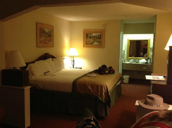 Baymont Inn & Suites Covington: Room is clean and comfortable, conveniently located along I-20