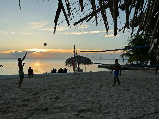 Sueno Del Mar Resort: Locals playing volleyball Mon, Wed, Fri