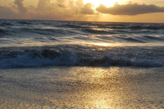 Port d'Hiver: Sunrise on the Beach