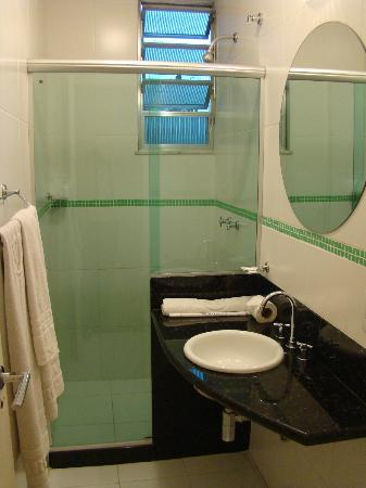 Argentina Hotel: Bathroom. VERY Clean.