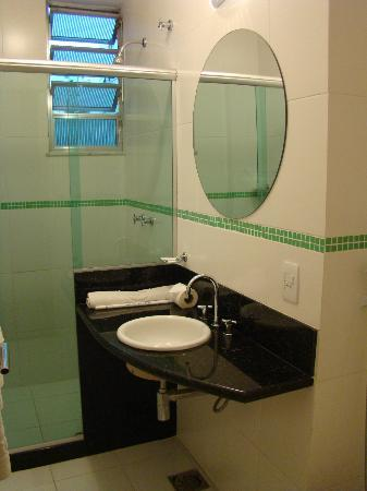 Argentina Hotel: Bathroom. Small but very clean.