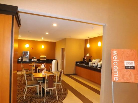 Comfort Suites NE Indianapolis-Fishers: Renovated Breakfast Room