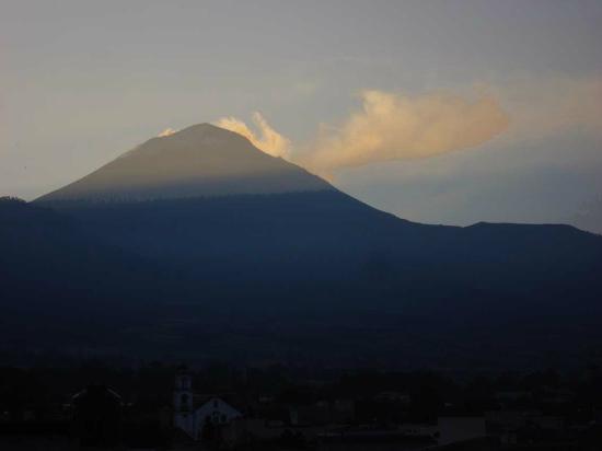 Amecameca, México: Blick vom Hoteldach: Popocatépetl, frühmorgens