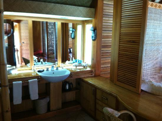 Bora Bora Pearl Beach Resort & Spa: Bathroom