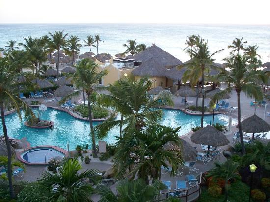 Costa Linda Beach Resort: Beautifully landscaped pool area.