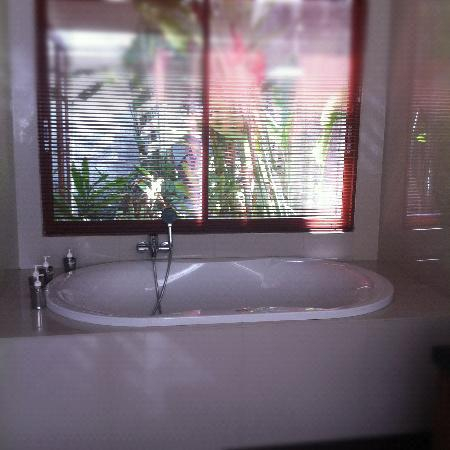 Grania Bali Villas: Bath tub