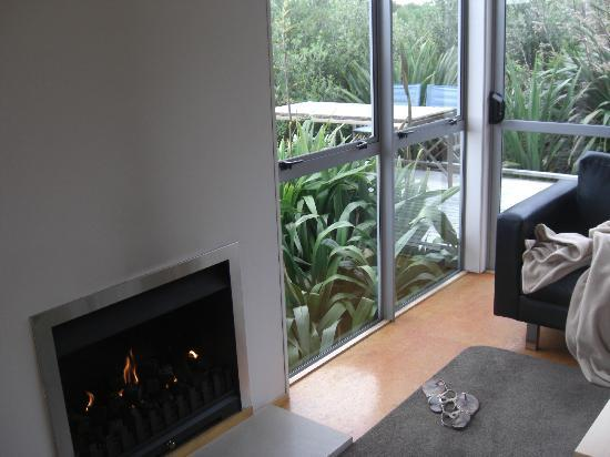 Riverside Matakana: Fireplace