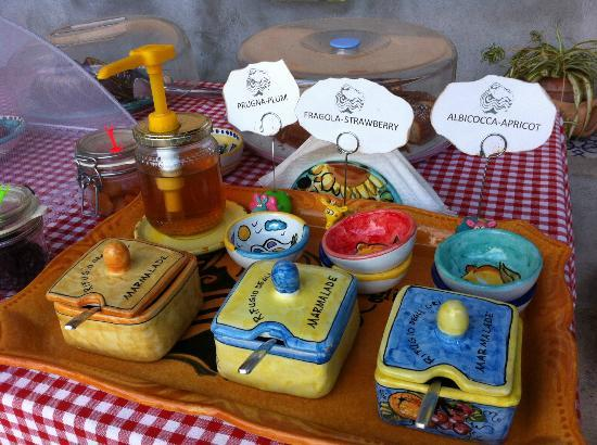 Rifugio degli Dei: Loved the ceramic dishes