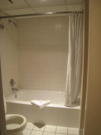 Virginia Beach Resort Hotel and Conference Center: bathroom
