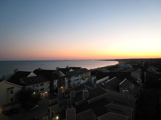 Virginia Beach Resort Hotel and Conference Center: view of sunrise from balcony