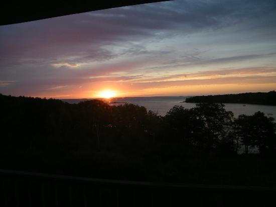 Ledges By the Bay: glorious sunrise