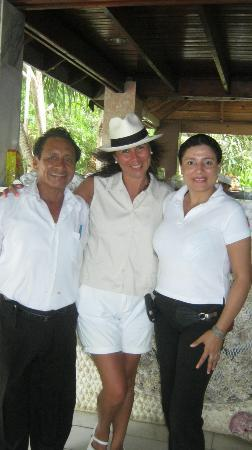 Mar & Oro: with the kind staff of Villa Romantica
