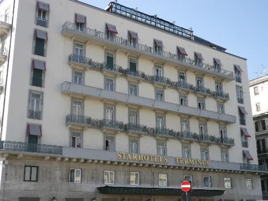 Starhotels Terminus: Hotel front outside