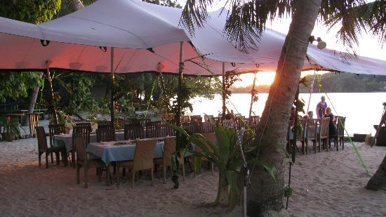 Erakor Island Resort & Spa: beach transformed for the Melanesian feast night