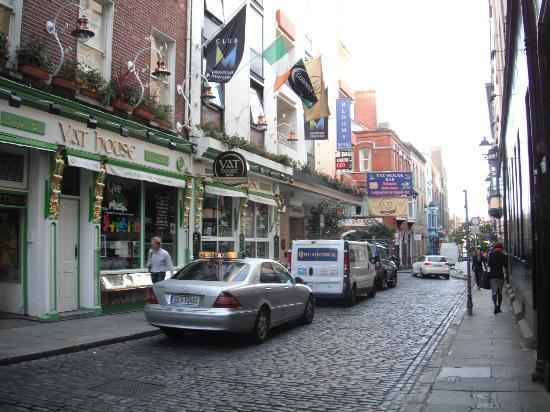 ‪‪Temple Bar Hotel‬: Cobble stone streets of Temple Bar