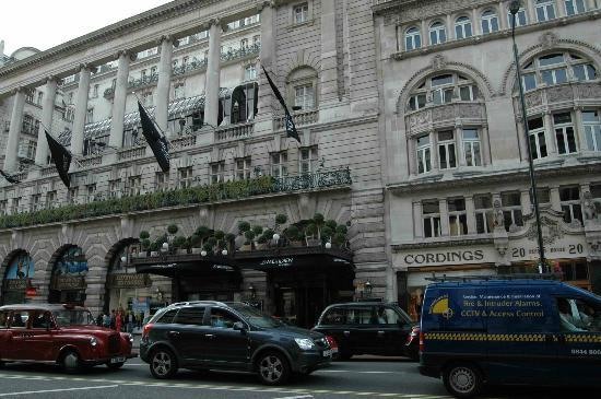 Le Meridien Piccadilly: View from the streets