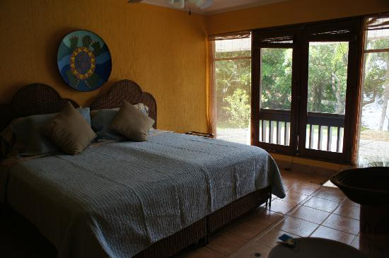 Bahia Pez Vela Resort: Guest room with King bed