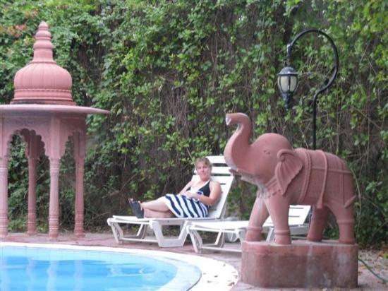 Bissau Palace: Pool area