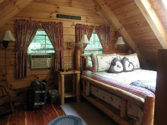 Ash Ridge Cabins: The loft inside the Lovers Loft cabin