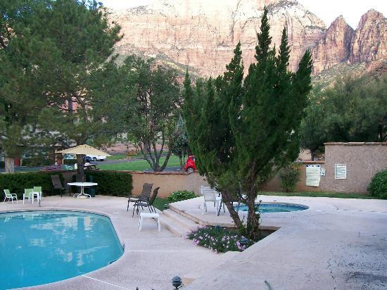 Canyon Ranch Motel: Perfectly situated pool & hot tub!