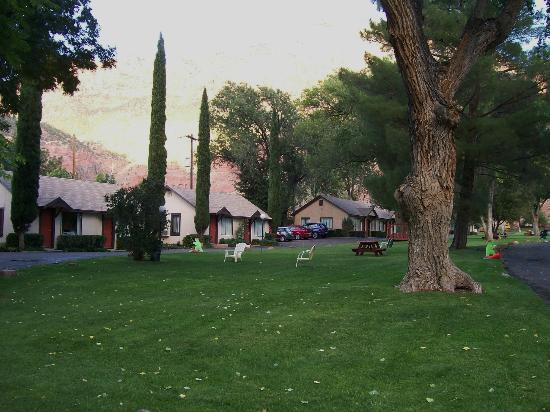 The lovely grounds of Canyon Ranch Motel
