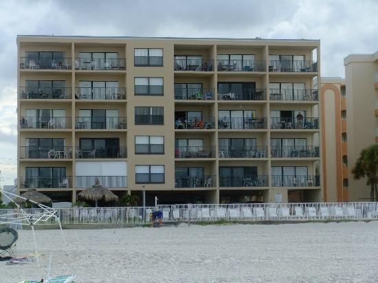 All these people have ocean view rooms photo de sandy for Chambre condos madeira beach florida