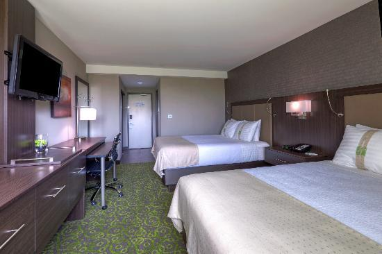 Holiday Inn Winnipeg Airport - Polo Park: 2-Queen Bed Room