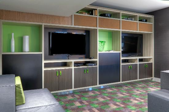 Holiday Inn Winnipeg Airport - Polo Park: The Hub Game Room