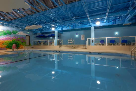 Holiday Inn Winnipeg Airport - Polo Park: Come relax by the pool