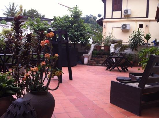 Mekong Holiday Villa by Xandria : breakfast patio