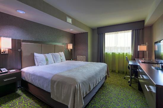 Holiday Inn Winnipeg Airport - Polo Park: King Executive Bedroom