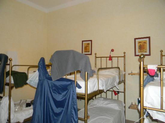 Hostel Archi Rossi: Habitacion compartida para 6 mujeres