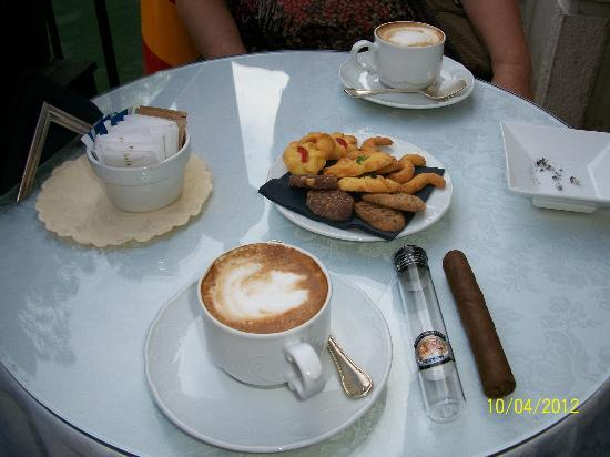Baglioni Hotel Luna: Snack with good Cuban cigar
