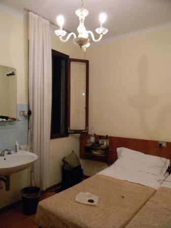 Hotel Minerva & Nettuno: Habitacion doble con baño compartido 