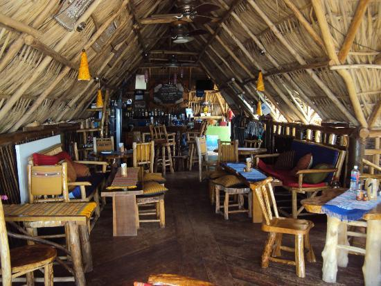 Tranquilseas Eco Lodge and Dive Center: Indoor/Outdoor Bar