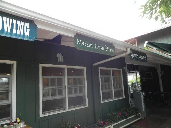Market Fresh Bistro: Exterior