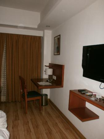 Cambay Sapphire: Room