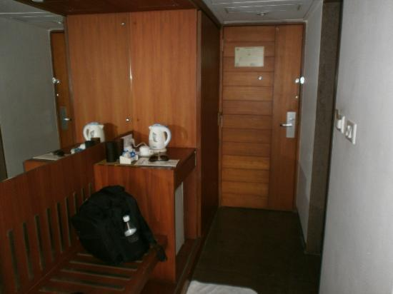 OYO 3626 Hotel Cambay Sapphire: The door and cupboard.