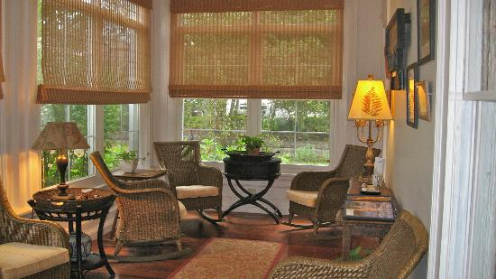 Bass Cottage Inn: Sun Porch