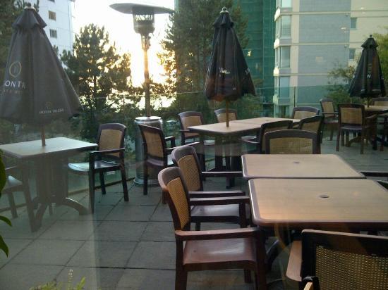 Zen Japanese Restaurant: patio